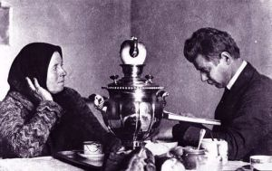 Yesenin reciting his poetry to his mother