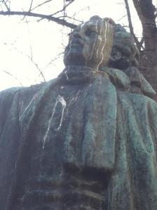 leino statue