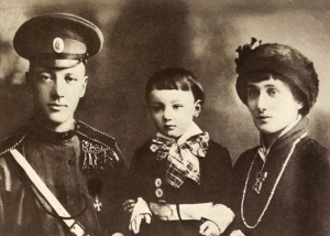Gumilev with Akhmatova and their son, Lev, 1916